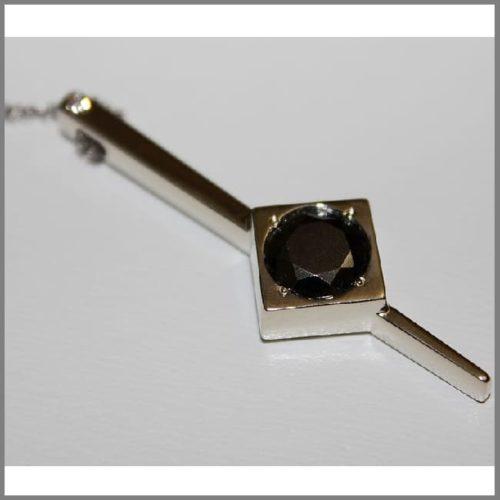 Золотой кулон с черным бриллиантом Маятник