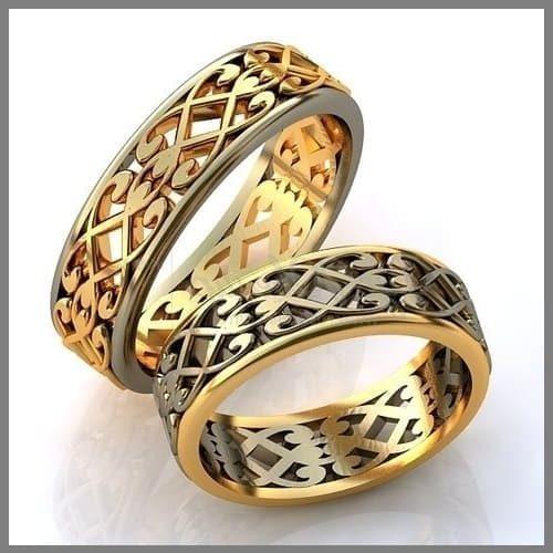 Два обручальных кольца с орнаментом из золота