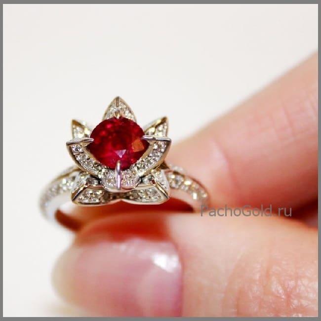 Женское кольцо с рубином Королевский лотос
