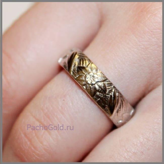 Кольцо из белого золота с цветочными мотивами на заказ