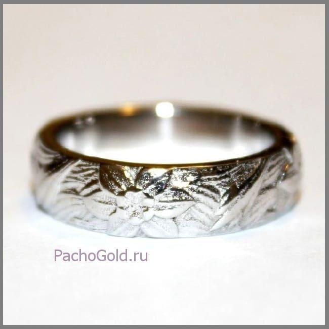 Кольцо из золота с цветочными мотивами