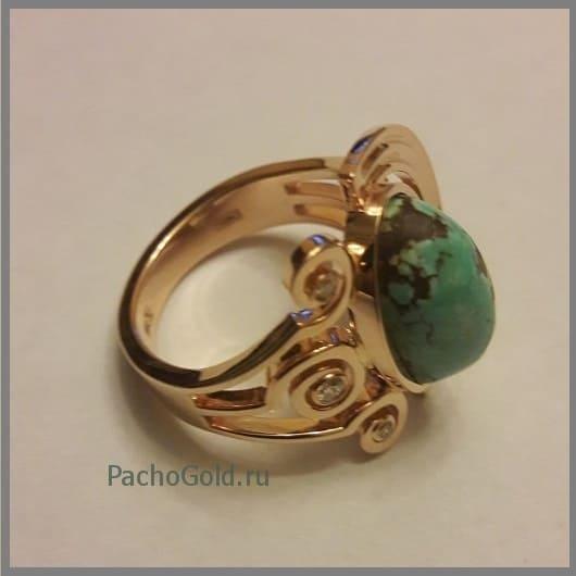 Кольцо с крупной бирюзой в оригинальном оформлении из золота Green-stone