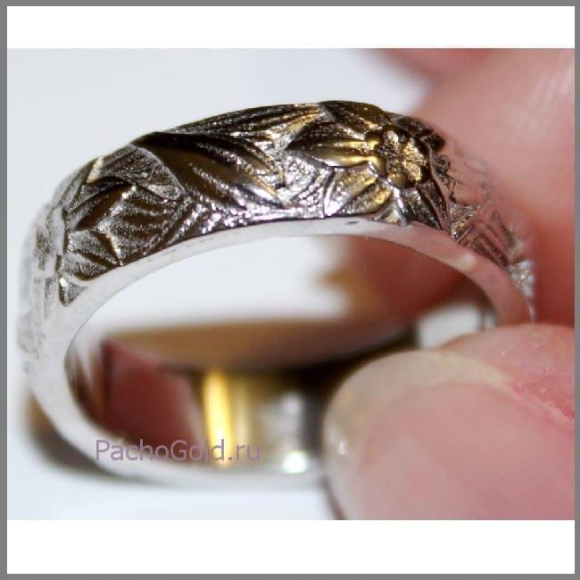 Кольцо с цветочными мотивами ручной работы
