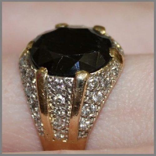 Мужское кольцо с сапфиром и бриллиантами Фараон