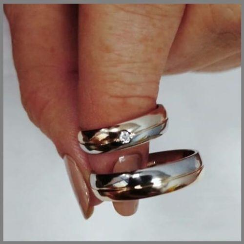 Двухцветное обручально кольцо заказать у ювелира