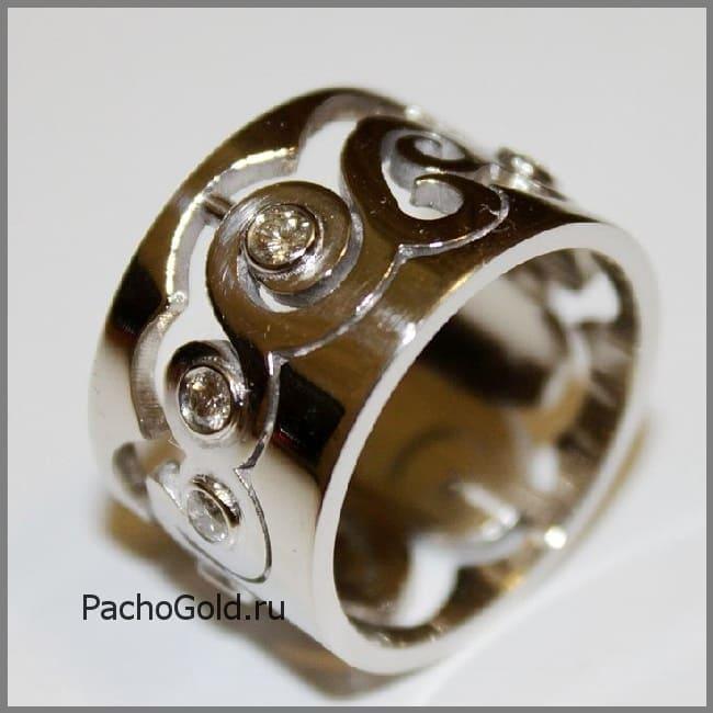 Резное золотое кольцо В море бриллиантов