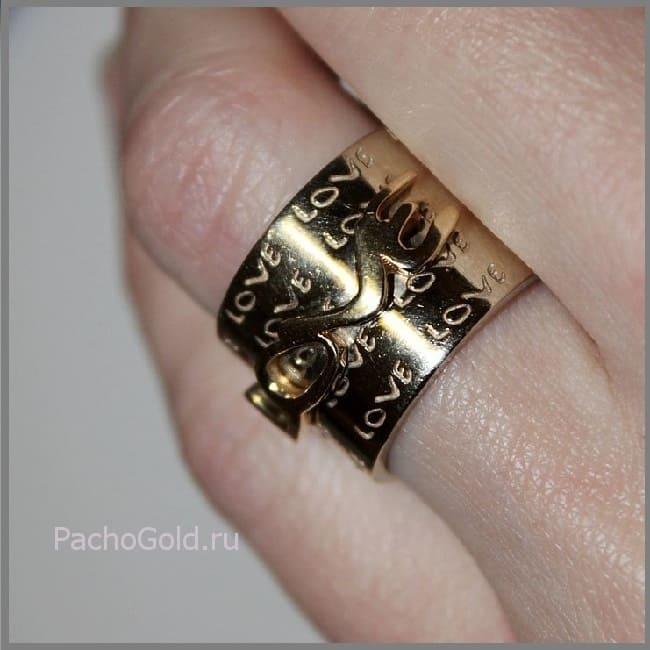 Широкое прямое женское кольцо с гравировкой Love