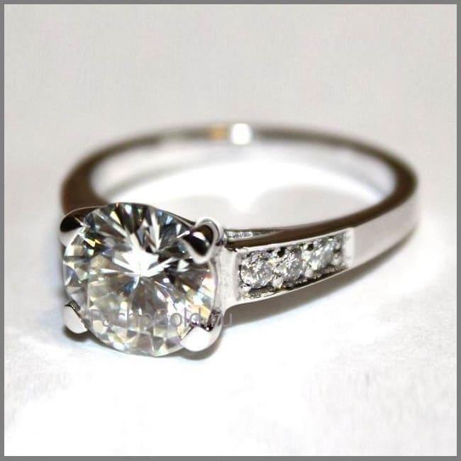 Женское кольцо Reverie с большим бриллиантом