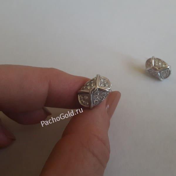 Овальные серьги с россыпью бриллиантов