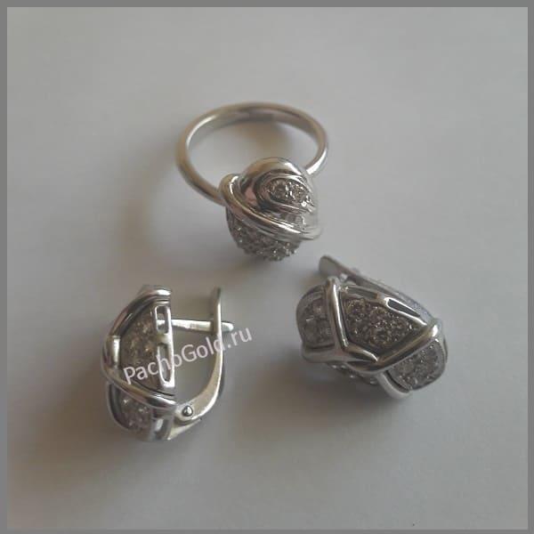 Серьги овальной формы из золота с бриллиантами