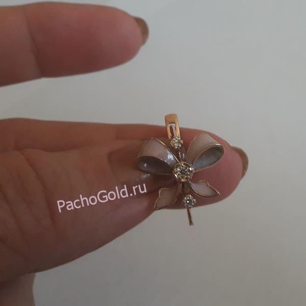 Золотые сережки с эмалью в виде бантиков