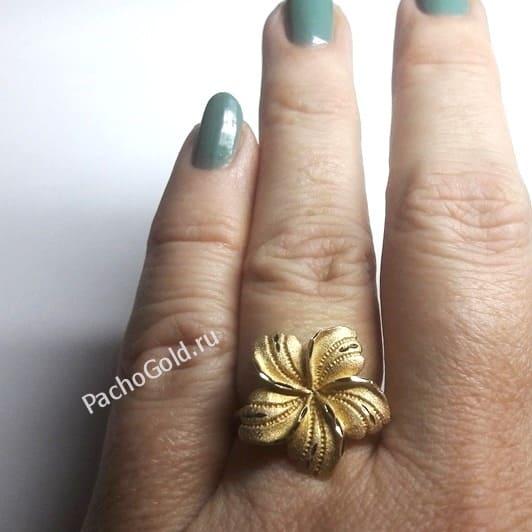 Кольцо в форме цветка