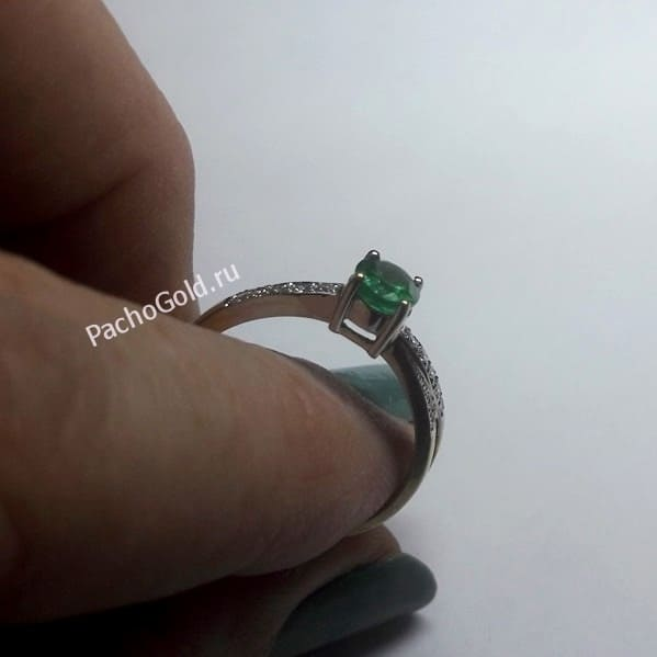 Женское кольцо с изумрудом и бриллиантами